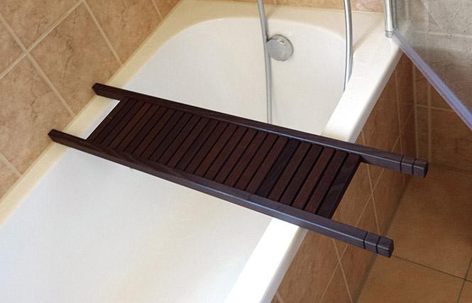 Kosmetex Wannenablage Badewannenbutler, dunkel 84 cm Luxus aus geöltem Thermoholz. Badewannenablage